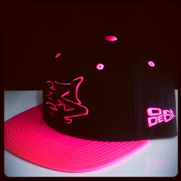 S LOGO SNAPBACK IN BLACLK/PINK [SOLD OUT]