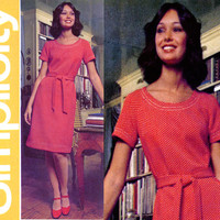 1970s Dress Pattern Bust 32 34 Simplicity 5556 Jiffy Scoop Neck A Line Dress or Tunic and Flared Leg Pants Womens Vintage Sewing Patterens