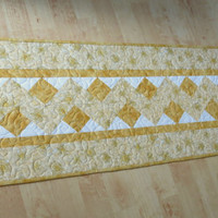 Quilted Judaica Table Runner Star of David Gold 544