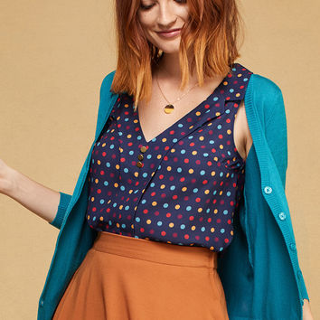 Woven Sleeveless Top with Lapels in Dots