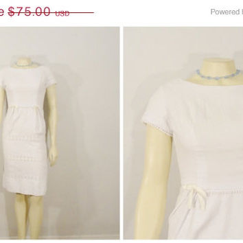 SALE Vintage Dress 50s 60s White Eyelet & Ribbon Cocktail Dress Possible 50s Wedding Dress Metal Zipper XXS XS