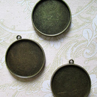 10 double sided 30mm round pendant trays, lovely  brass plated, 2 sided blank settings