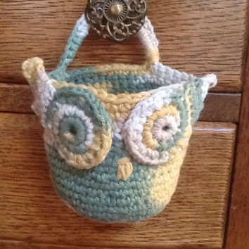 Owl Basket - crochet basket - doorknob basket - green yellow cream - soft basket - door hanger - hook organizer - hanging basket