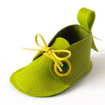 Newborn baby shoes Pip Green pure wool felt baby by LaLaShoes