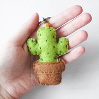 Felt cactus keychain, stuffed succulent plush keyring, summer accessory and gift idea
