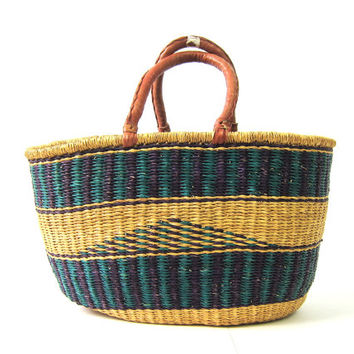 Large vintage woven market bag. jute Straw sisal shoulder bag Bohemian chic natural bucket bag purse Natural earthy Hippie Festival