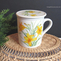Vintage Ceramic Floral Mug / Tea / Coffee Cup with Lid, Botanical, Yellow Lily Flower