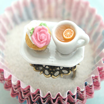 Rose Cupcake and Tea Ring