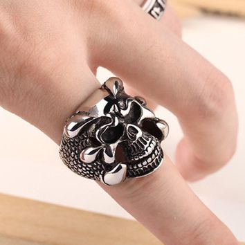 New Punk Rock Mens Biker Rings Vintage Gothic Skeleton Jewelry Antique Silver Dragon Claw Ring Men Skull Rings US Size