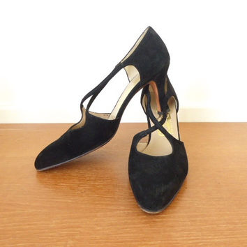 8AAA Salvatore Ferragamo black suede pumps