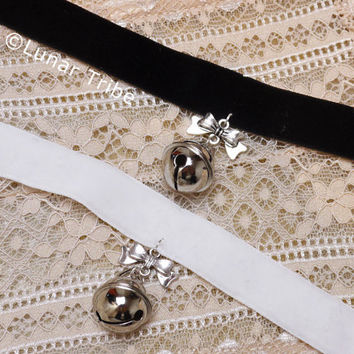 choker necklace with bow pendant and bell, black, white, velvet, cosplay, cute, cat, kitten play, kawaii, silver, gift, jewelry, lolita