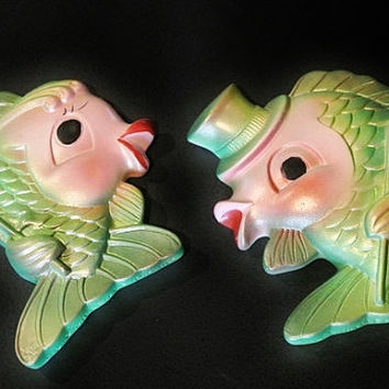 Chalkware Chalk Ware Fish MILLER STUDIO INC 1969 Mr and Mrs Kissing Fish Bathroom Bath Room Wall Plaques Hanging Kitsch Kitschy Retro Beach