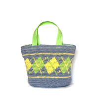 Little purse crochet in neon green and yellow with plaid motives, crochet hand bag, small crochet purse, neon purse, plaid purse crochet,