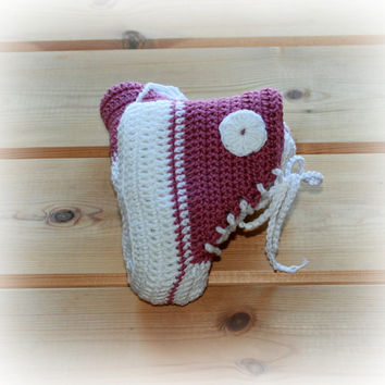 MADE TO ORDER baby crochet girls converse style boots booties shoes high tops 0 -3m / 3 -6m rose pink & white natural cotton shower gifts
