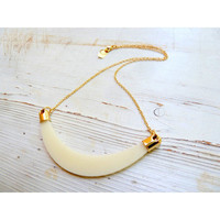 Perspex nacklace in white