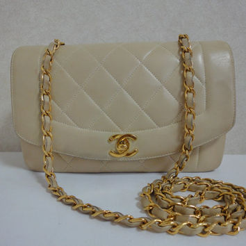 Vintage CHANEL beige color lambskin classic 2.55 shoulder purse with gold tone chain straps. Make you even more chic.