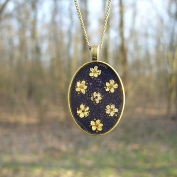 Real flower necklace - Elderflowers like polka dots - Pressed flower jewelry - Nature inspired - Spring necklace - Botanical -Floral pendant