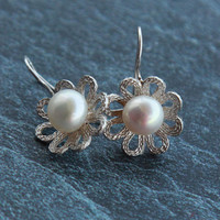 Silver earrings Sterling silver earrings Pearl earings silver Flower earrings silver Handmade earrings Silver jewelry Floral earrings Pearl