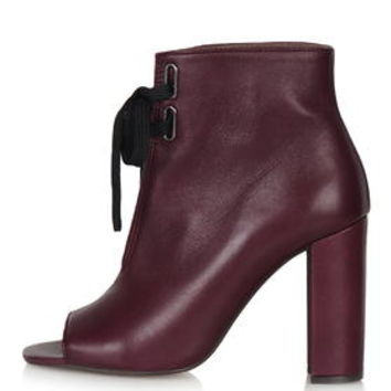 HUSTLE Open Toe Boots - Bordeaux