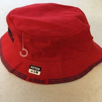 ESBONC. BRAND NEW ADIDAS RED BUCKET HAT WITH BLUE TRIM SMALL/MEDIUM SHIPPING