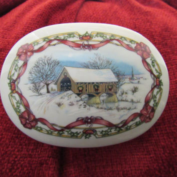 Vintage Heritage House Melodies of Christmas Porcelain Music Box O Come All Ye Faithful
