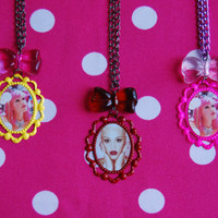 GWEN STEFANI cameo NECKLACE - cameo with bow - Yellow, Pink or Red Cameo