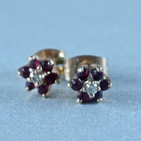 3 Pieces 10 Karat Yellow Gold Pendant, Ring, Earrings Rubies and Diamonds Cluster 1970's Parure