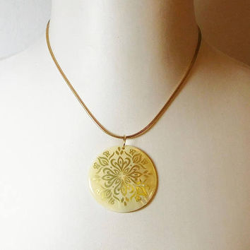 Large Shell Pendant, Painted, Chain Necklace, Adjustable, Signed, Elizabeth Morrey, Gold Tone, Medallion Design, Vintage Costume Jewelry