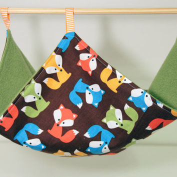 Hanging Rat Hammock, Chinchilla Canopy, Perfect for Ferrets and Guinea Pigs - Multicolour Foxes with Green Fleece