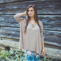 3/4 Sleeve V-Neck Piko Top in Taupe