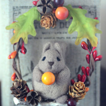 Autumn needle felted squirrel wreath, handmade fall home decor ornament, pine cones wreath, autumn & winter decoration, xmas tree ornament