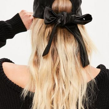 Missguided - Black Satin Bow Cap