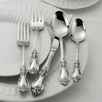 Oneida Louisiana 65 Piece Fine Flatware Set, Service for 12