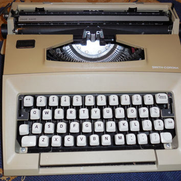 Vintage 1970s Smith-Corona Courier Portable Typewriter