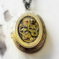 Steampunk Locket w/ moving watch pieces
