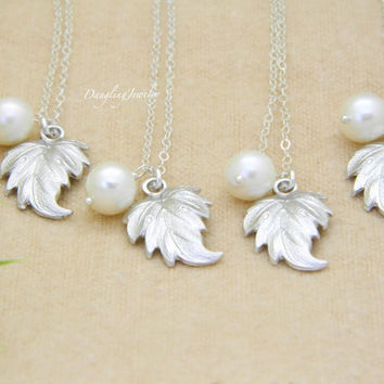 Bridesmaid Jewelry Gift set of FOUR / Leaf Charm Pearl Necklace / Leaf Charm Pendant Necklace / Wedding Jewelry Set / Bridal Party Gift