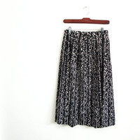 1980s vintage black and white composition notebook print skirt - high-waisted - knee length - xs / small