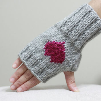 Heart Gloves for women, Knit Fingerless Gloves, Heart Mittens, Valentines day gift idea for girls, Grey heart gloves