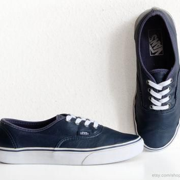 Navy blue leather Vans Authentic sneakers, vintage skate shoes in supple leather, size