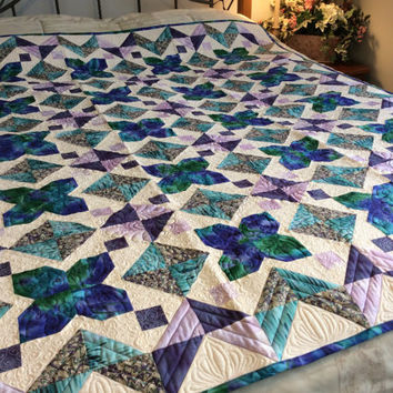 Large lap quilt/modern bed topper/purple and green/small bed quilt/custom quilted/feathered wreaths/lavender backing/ large lap quilt
