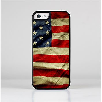 The Dark Wrinkled American Flag Skin-Sert Case for the Apple iPhone 5c