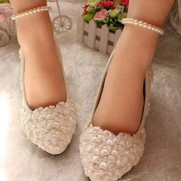 New Fashion White Lace Pearl Women Wedding Shoes Pointed Toes Pearls Bandage Bridal Sh