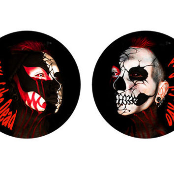 The day of the dead and Hallowen Rosette and hair clip black,red skull.