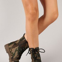 Gwen-01HI Camouflage Lace Up Boot