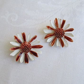 ART (Artmode) Brown White Flower Enamel Clip On Earrings Vintage Jewelry