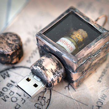 USB pendrive Steampunk Gothic POISON bottle in a shadow box - 8Gb -