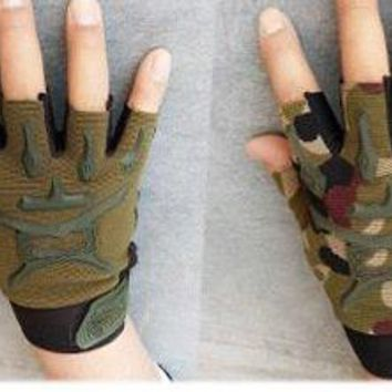The same paragraph Phoenix men and women half finger gloves outdoor sports riding military fan seals gloves