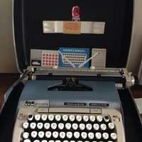 Working Smith corona portable manual blue and white 60s galaxie deluxe with case