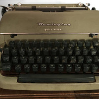 Remington Quiet-Riter green working Manual typewriter with case