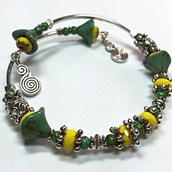 Yellow & Green Bangle - Bohemian Bangle - Boho Chic -Flower Bead Bracelet - Memory Wite Bracelet - Memory Wire Bangle -Charm Bracelet TDC591